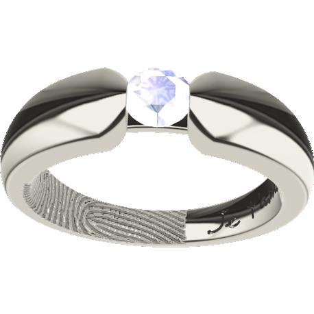 Alliance personnalisée, de 5.0 mm de largeur, , coulée en or blanc de 10 carats, avec 1 diamant rond naturel de 4 mm,, 1 empreinte digitale et 1 écriture manuscrite.