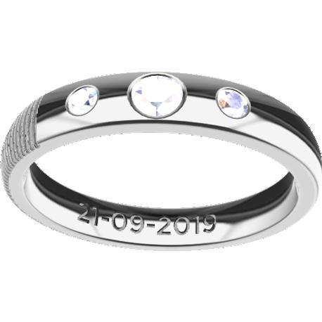 Alliance personnalisée, de 3.5 mm de largeur, taille de doigt 8, coulée en platine 900, avec 1 diamant rond naturel de 3 mm et 2 de 2 mm,, 1 texte diactylographié et 1 empreinte digitale.